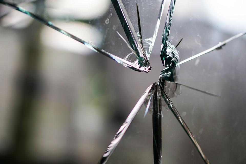 自己修復ガラス